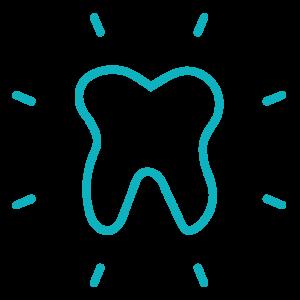 Zahn, der Dank Zahnreinigung glänzt