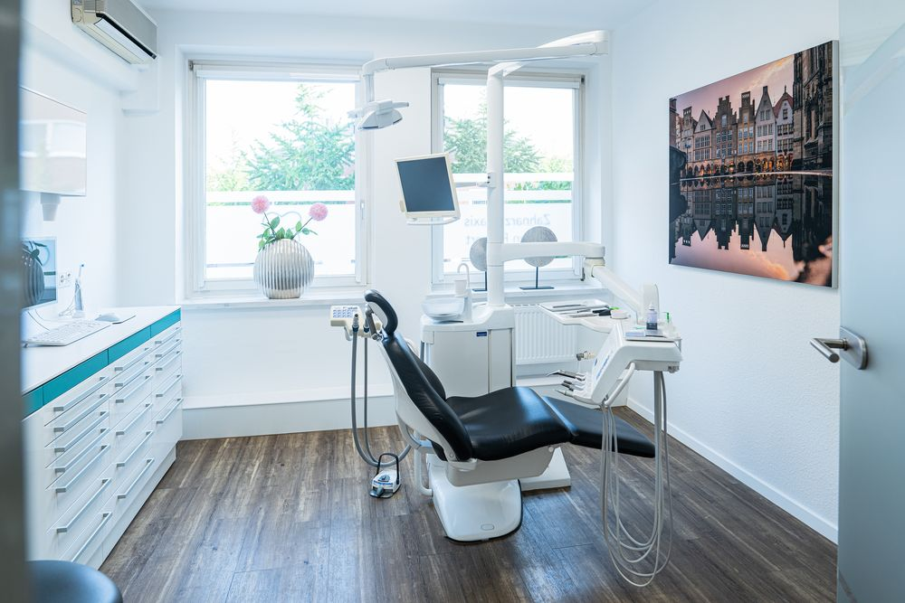 Wir freuen uns auf Ihren Besuch in unserer modernen Zahnarztpraxis in Münster.